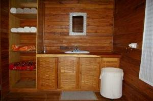 101 north bed ensuite shower