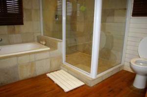 215 main bath 4