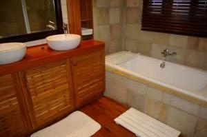 215 main bath 7