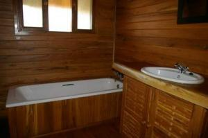 403 middle guest bathroom 1